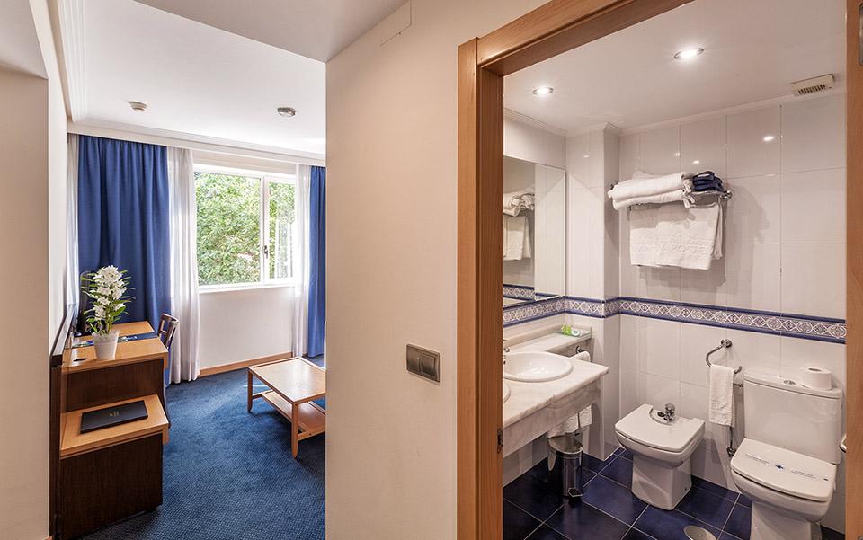 Baño Habitación Familiar Hotel Balneario de Compostela