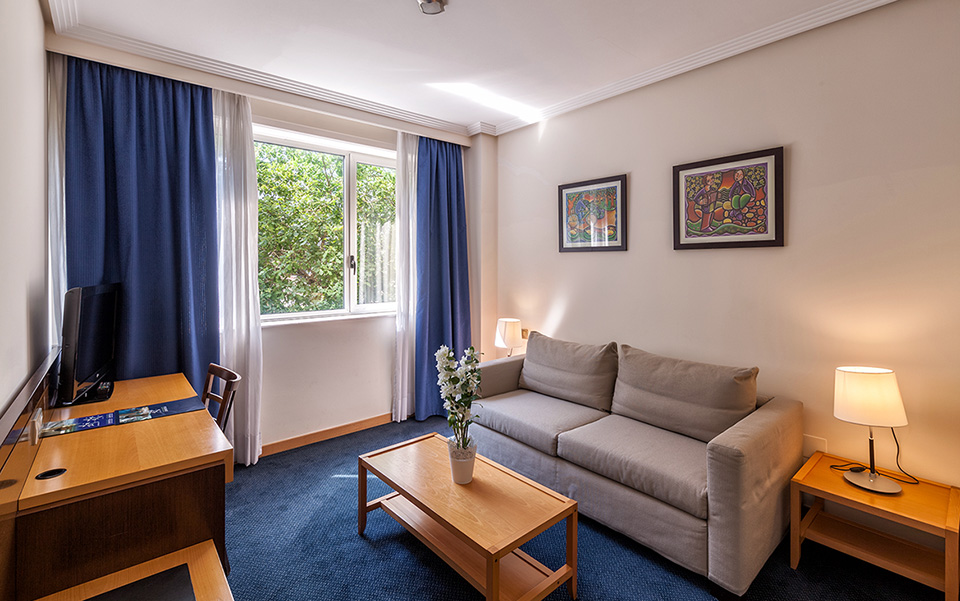 Salón Habitación Familiar Hotel Balneario de Compostela